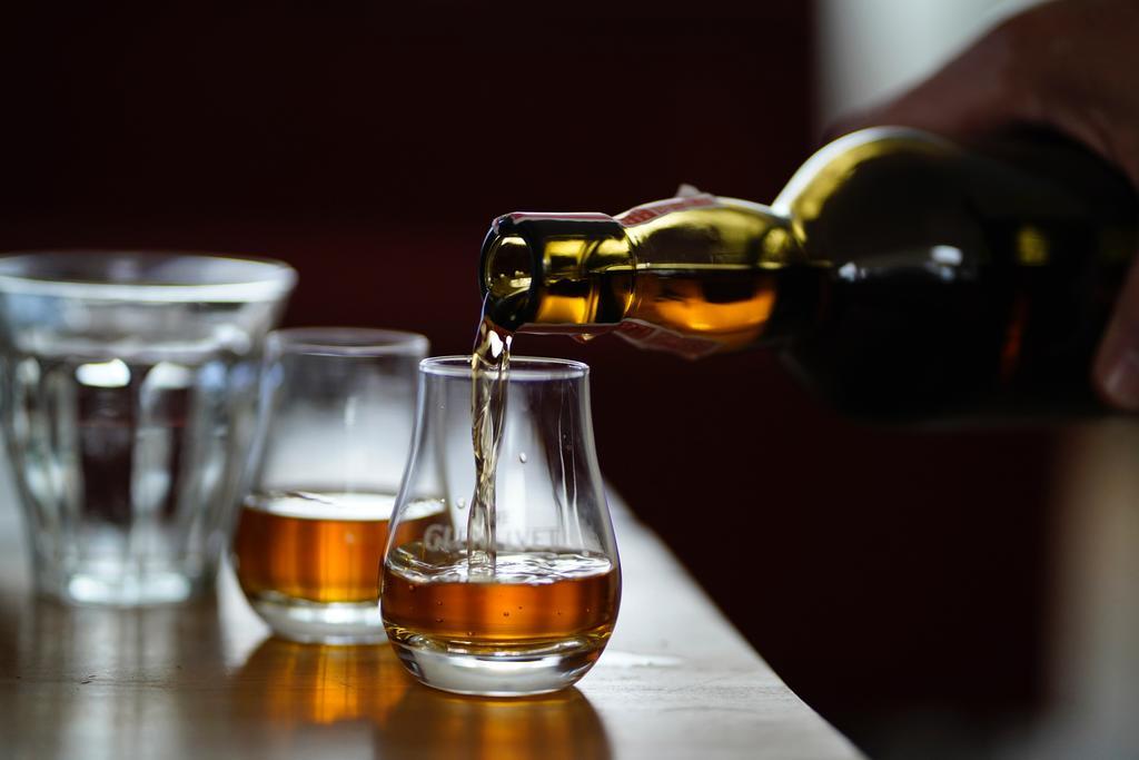 cách chọn rượu khi đi bar