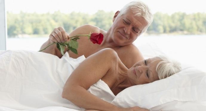 Đàn ông 50 tuổi nên quan hệ tuần mấy lần?