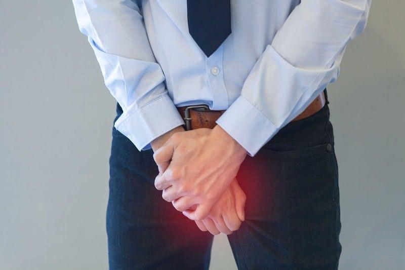 Ngứa ngáy vùng da đùi và gần bộ phận sinh dục là vấn đề cơ thể nam giới vào mùa hè