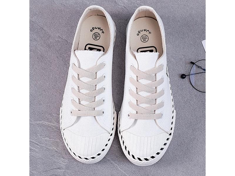 Mẫu giày canvas trắng đế thấp