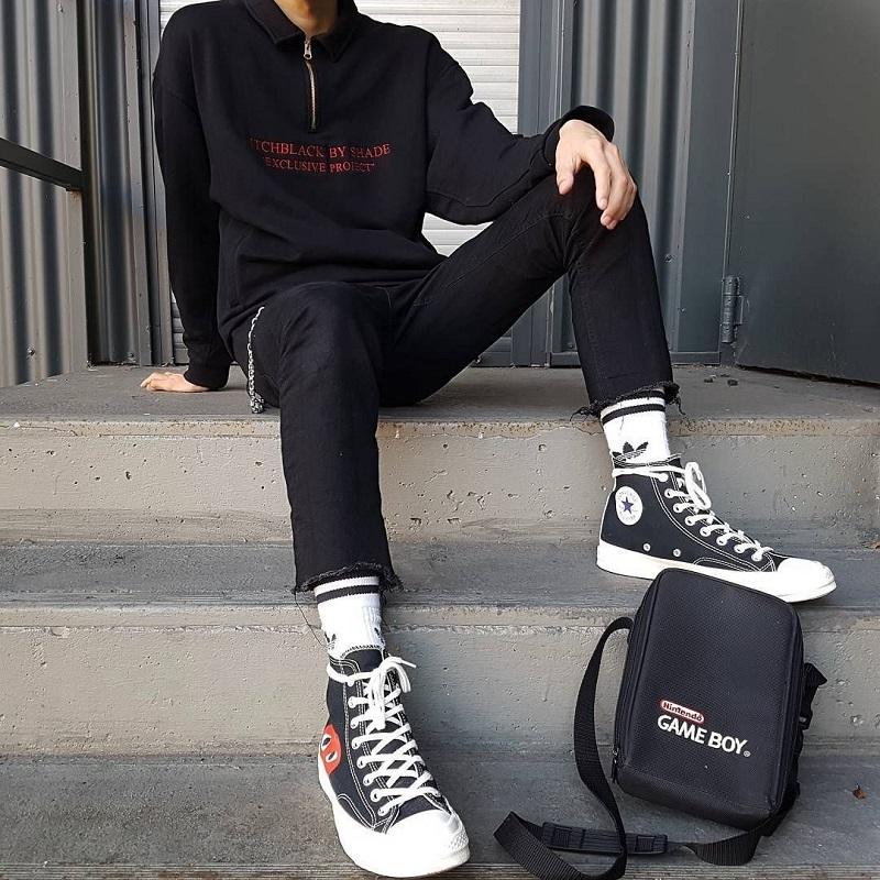 Bộ đồ thể thao trẻ trung, khỏe khoắn kết hợp cùng giày sneaker cổ cao
