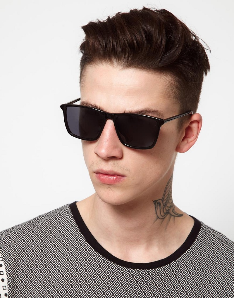 Một mẫu kính phù hợp với nam giới mặt trái xoan
